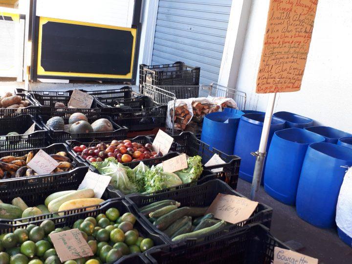 Un des petits marchés de la Réunion à Cilaos